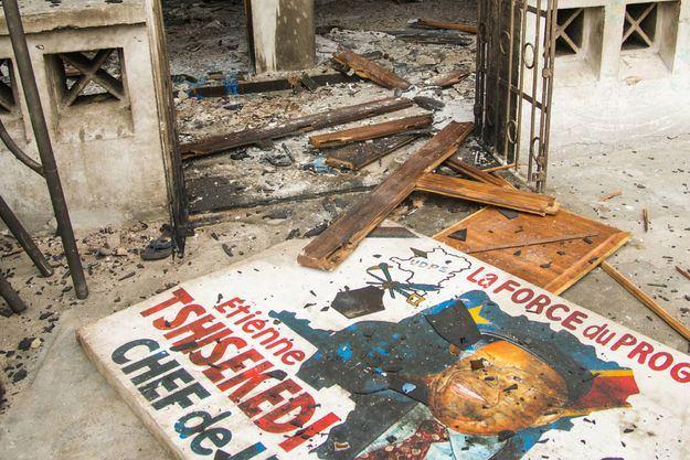 Le 20 septembre 2016 à Kinshasa, les restes du siège de l'UDPS incendié dans la nuit Junior KANNAH / AFP